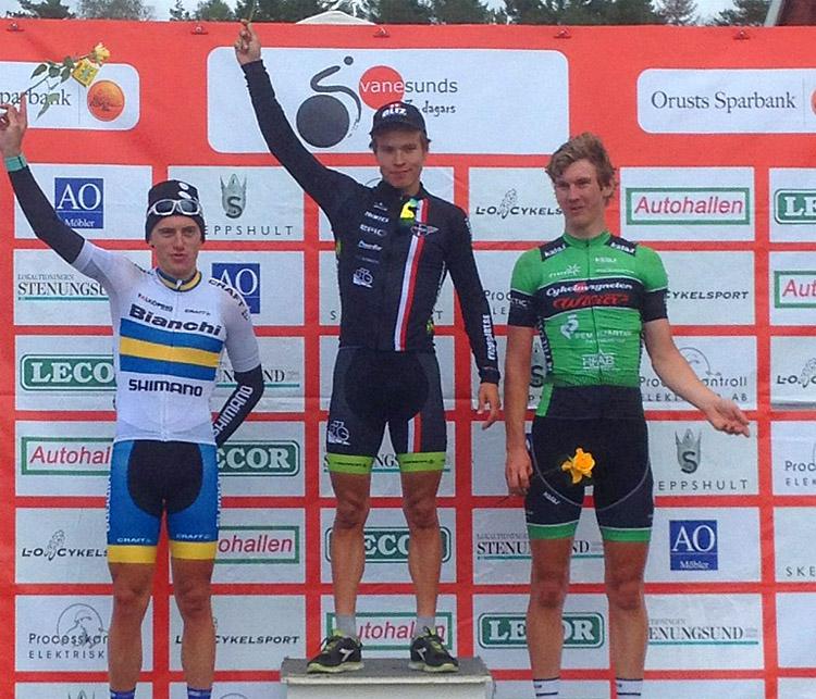 Prispallen på sista etappen av Svanesunds 3-dagars 2014. Matti Manninen överst som etappsegrare, etapptvåan Marcus Fåglum-Karlsson i den svenska U23-möstartröjan vann etapploppet sammanlagt. -
