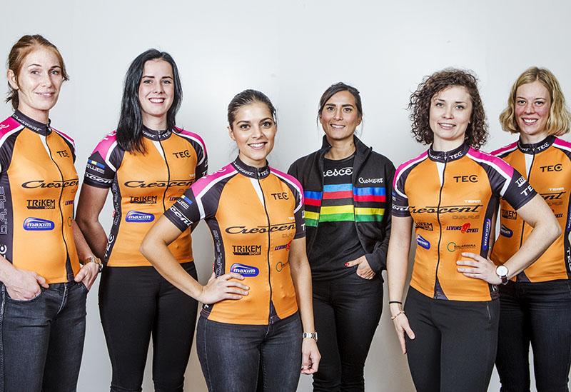 Team Crescent DARE 2015: fr.v: Mirella Ehrin, Selma Svarf, Tilina Levin, team manager Tina Levin, Emmy Andersson och Ida Erngren. Foto: Team Crescent -