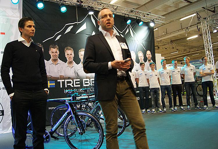 Kristian Wejshag, initiativtagare till Team Tre Berg-Bianchi och Thomas Lögfkvist (t.h.) under presentationen på Sweden Bike Expo -