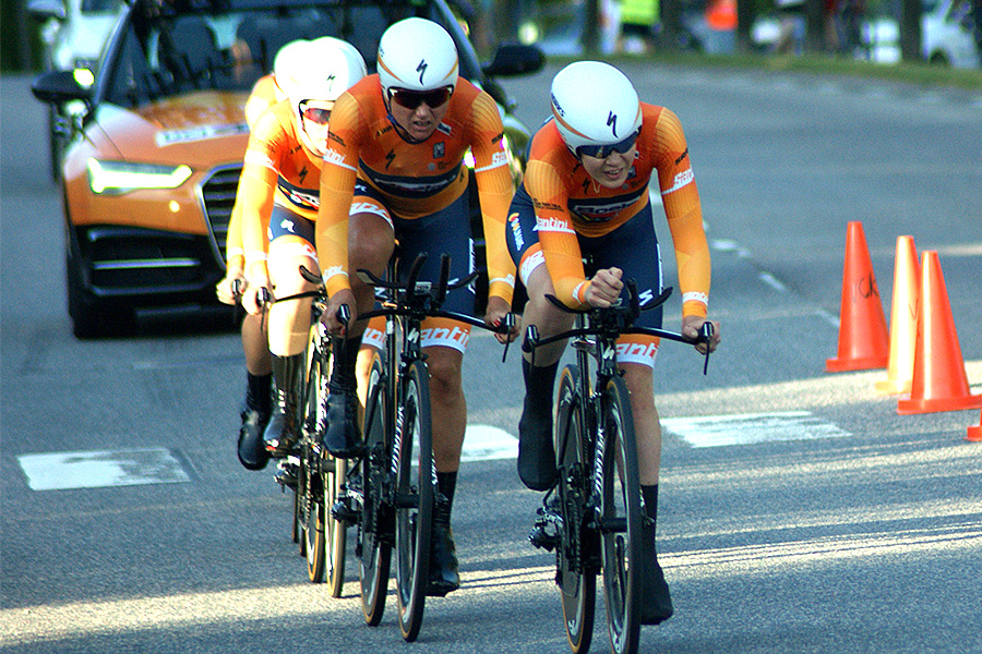 Boels-Dolmans på väg mot seger i World Tour-lagtempot i Vårgårda. Foto: Dennis Nystrand,  - Cyclesport.se