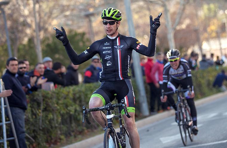 Yannick Janssen på väg mot seger i spanska Elda. Foto:  - Valentin Baat